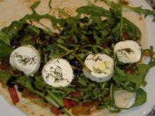 Pitta mit warmen Paprikasalat und Ziegenfrischkäsetaler - Rezept