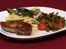 Minze-Zucchini-Pasta, Teriyaki-Thunfischfilets auf grünem Spargel (Alena Gerber) - Rezept