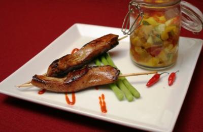 Philippinische BBQ-Chicken Slices mit Thai-Mango-Salat - Rezept
