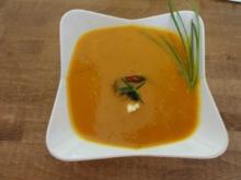Kürbis-Süppchen mit Preißelbeeren - Rezept