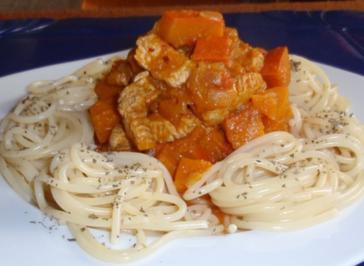 Putenstreifen mit Kürbisgemüse und Spaghetti - Rezept