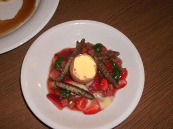 Mohnschupfnudeln auf Erdbeer-Rhabarber-Kompott mit süßem Pesto - Rezept