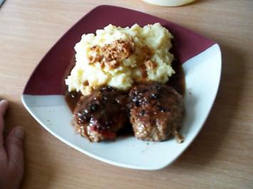 Pell-Kartoffelbrei mit Boulette in Sosse - Rezept