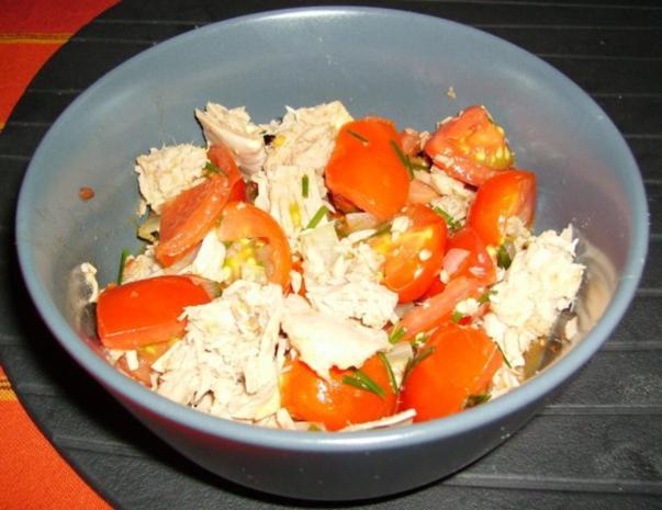 Lauwarmer Tomatensalat mit Thunfisch - Rezept