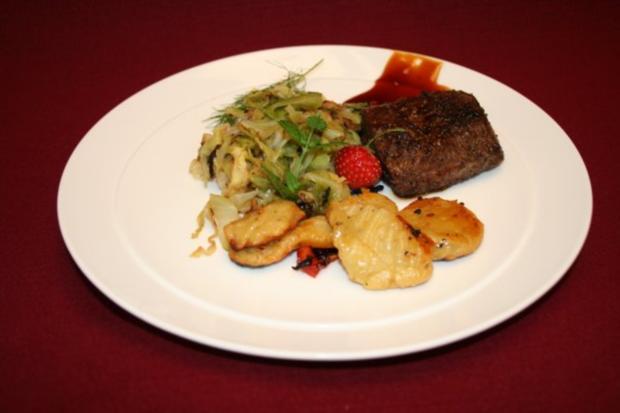 Deichlammfilet mit Kräuterknöpfen und Spitzkohl auf Sanddorn-Ingwer-Chili-Soße - Rezept