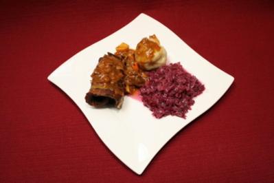 Rinderrouladen nach Hausfrauen Art mit Apfelrotkohl und Kartoffelklößen - Rezept