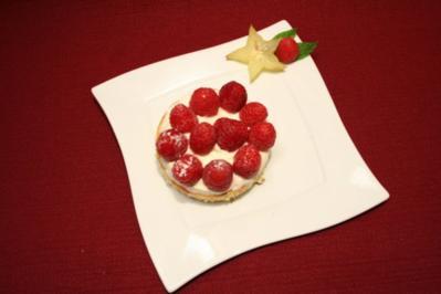 Biskuittörtchen mit Obst der Saison - Rezept