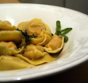 Tortelloni mit Kürbisfüllung und Salbeibutter - Rezept