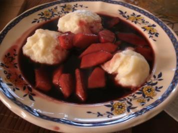 Fliederbeersuppe mit Apfelstückchen - Rezept