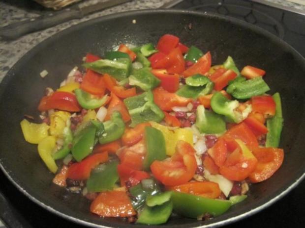 Schnitzel (Jäger und Paprika in einem) mit Pommes und Salat - Rezept - Bild Nr. 3