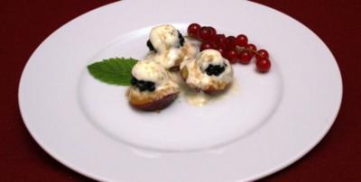 Gegrillte Pflaumen mit Brombeeren, Mascarpone und braunem Zucker - Rezept
