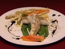 Zanderfilet in Salbeibutter auf mediterranem Gemüse - Rezept