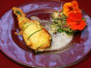 Kapuzinerkressesalat und Zucchiniblüten, gefüllt mit Mozzarella und Kräutern - Rezept