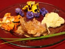 Gebratene Lammkeule mit überbackenem Tian und Holunder-Kartoffelpüree - Rezept