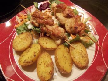 ROSMARINKARTOFFELN mit PUTENSPIEßE und Salatbuquett - Rezept