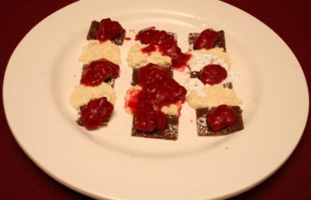 Kokos-Vanille-Crème, Baiser und Himbeermousse - Rezept