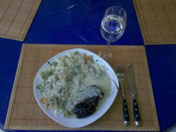 Geflügel: Tandoori-Hähnchen mit Käse-Sahnesoße und bunten Farfalle - Rezept