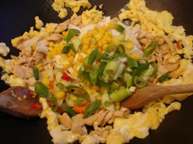Chinesischer Bratreis mit Ei, Hühnerfleisch und Gemüse - Rezept - Bild Nr. 9