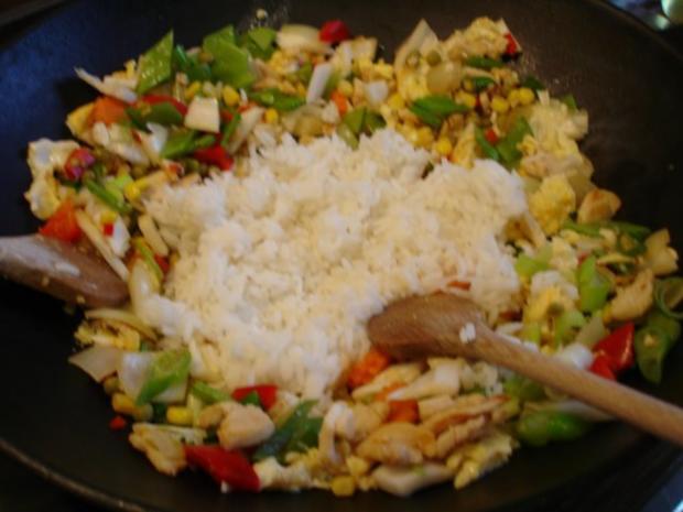 Chinesischer Bratreis mit Ei, Hühnerfleisch und Gemüse - Rezept - Bild Nr. 13