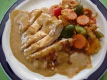 Gebackene Hähnchenbrustfilets mit Erdnusssauce und Gemüsereis - Rezept
