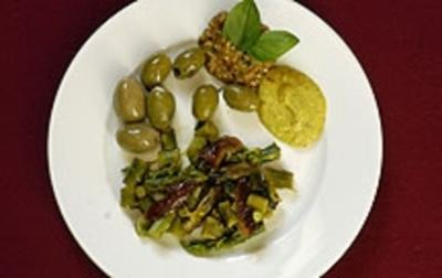 Salat aus grünem Spargel mit Oliven (Annabelle Mandeng) - Rezept