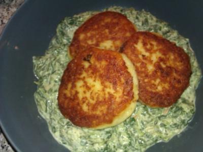 Kartoffeltaler auf Rahmspinat - Rezept