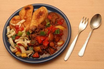 Bunte Gemüsepfanne mit Zucchini und Hackfleisch - Rezept