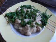 Pilzragout mit geschwenktem Rucola auf Mini-Semmelknödeln - Rezept