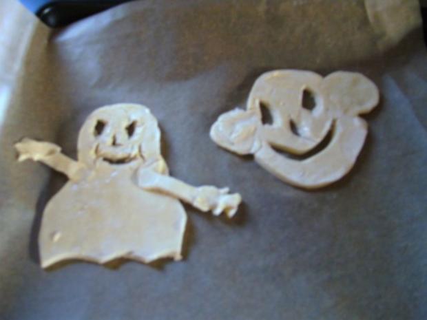 """"""" Happy Halloween """" Blätterteig-Figuren """" sollten Geister sein"""" ;-)) von Daniel - Rezept - Bild Nr. 3"""