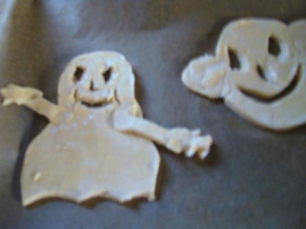 """"""" Happy Halloween """" Blätterteig-Figuren """" sollten Geister sein"""" ;-)) von Daniel - Rezept - Bild Nr. 8"""
