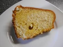 Gold in Gold Gugelhupf (Mandelsandkuchen) - Rezept