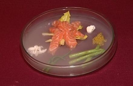 Lachsfilet mit Saiblingskaviar und Löwenzahn und grünem Tee (Judith Hildebrandt) - Rezept