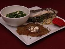 Fisch im Salzmantel mit getrüffelten Kartoffelpuffern und Babyspinat-Salat (Petra Neftel) - Rezept