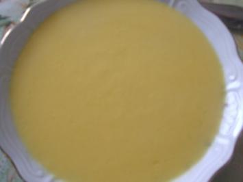 Kürbis-Crem-Suppe  mit  ( selbstgebackenen Brötchen ) - Rezept