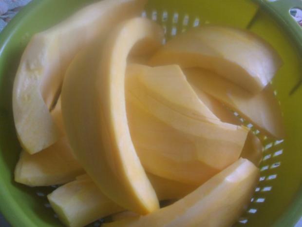 Kürbis-Crem-Suppe  mit  ( selbstgebackenen Brötchen ) - Rezept - Bild Nr. 3