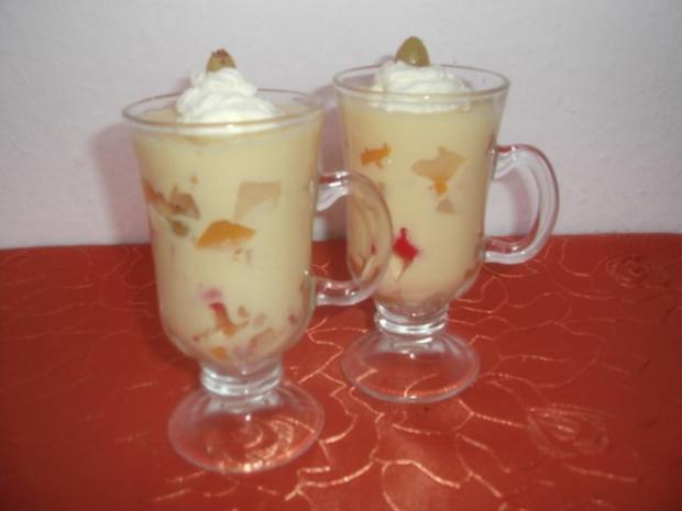 Eier-Likörcreme mit Früchten - Rezept