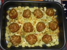 Frikadellen auf einem Kartoffelbett - Rezept