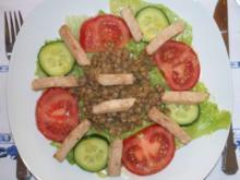 Linsensalat auf Rohkost mit Hähnchenbruststreifen - Rezept