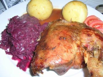 Gänsebraten an Portweinsauce mit Quitten-Rotkohl und Knödel - Rezept