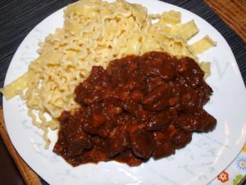 Rindfleisch in Rotwein  geschmort       (Daube de Boeuf a la niçoise) - Rezept