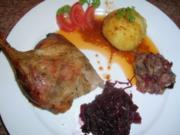 Entenbraten mit Äpfel u Pflaumen,  Preiselbeerrotkohl mit Klössen +leckerem Sößchen - Rezept