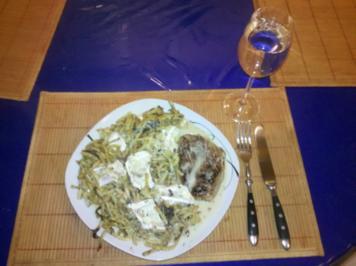 Geflügel: Mariniertes Putenschnitzel mit Bratspätzle und Käse-Sahne-Soße - Rezept