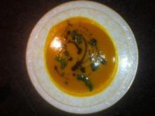 Kürbissuppe mit Koriander-Pesto für Feinschmecker - Rezept