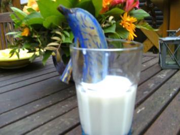 Flipper war zu Besuch ;-)) und hat Bananenmilch für euch mitgebracht ;-))…. - Rezept