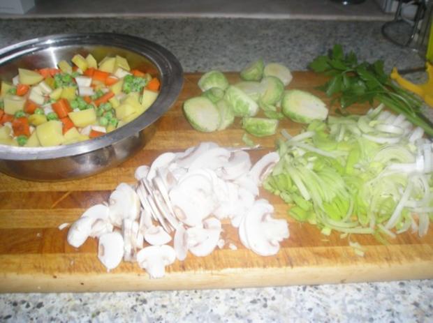 Gemüsesuppe mit Champignons und getrockneten Steinpilzen - Rezept - Bild Nr. 3