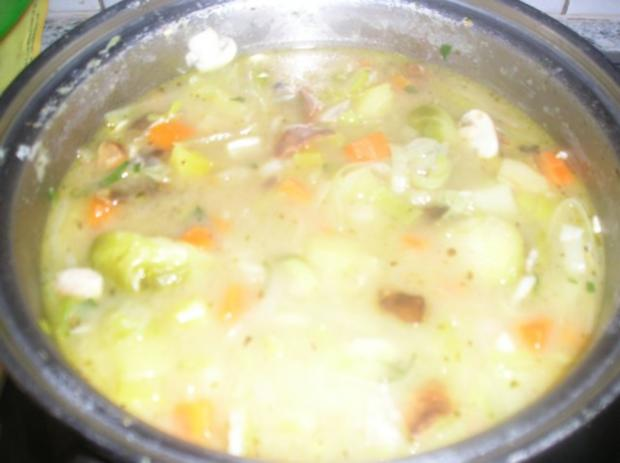 Gemüsesuppe mit Champignons und getrockneten Steinpilzen - Rezept - Bild Nr. 4