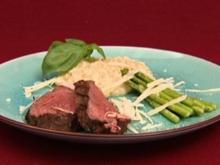 Rinderfilet mit Zitronenrisotto und karamellisiertem grünen Spargel (Annica Hansen) - Rezept