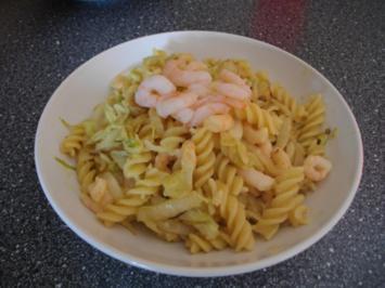 Krabbennudeln mit Orangen-Curry-Soße - Rezept