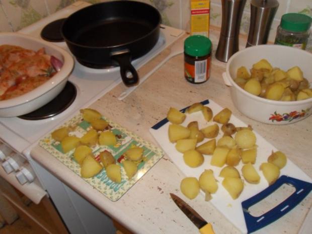 knusprige Hähnchenschenkel mit Rosmarinkartoffeln - Rezept - Bild Nr. 3