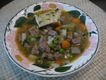 Suppen & Eintöpfe : Leberknödelsuppe mit Maultaschen - Rezept